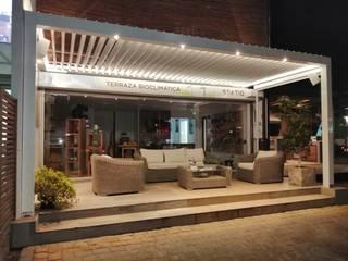 Terraza Bioclimática Spatio: Terrazas  de estilo  por Comercial Dominguez,