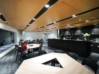 Lojas & Imóveis comerciais modernos por 行一建築 _ Yuan Architects Moderno