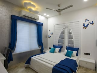 Classic style bedroom by VERTICAL HEIGHTS , NAVEN WADHWANI & ASSO. Classic