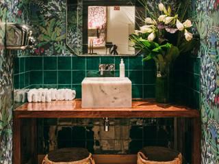 REFORMA DE BAÑO EN RESTAURANTE GREENHOUSE Hoteles de estilo tropical de ALTBATH COMPANY, SL Tropical Madera Acabado en madera