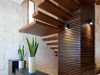 Scale in stile  di Daniel Cota Arquitectura | Despacho de arquitectos | Cancún