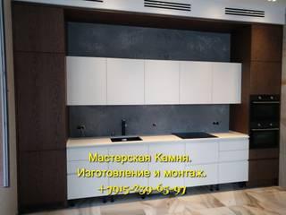 Изделия из кварцевого агломерата на кухне в частном доме:  в . Автор – Мастерская камня,