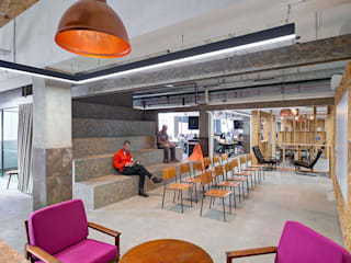 CLOUDFLARE Classic office buildings by CCWS Interiors Ltd Classic