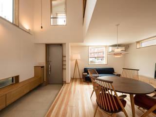 今どきのコンパクトで高性能な住まい モダンデザインの リビング の 株式会社JA建設エナジー モダン
