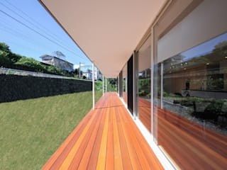 STaD(株式会社鈴木貴博建築設計事務所) Minimalist balcony, veranda & terrace