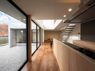 音箱の家: STaD(株式会社鈴木貴博建築設計事務所)が手掛けたキッチンです。