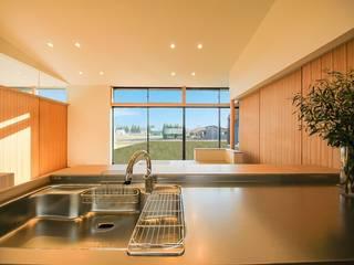 楽土間の家: STaD(株式会社鈴木貴博建築設計事務所)が手掛けたキッチンです。