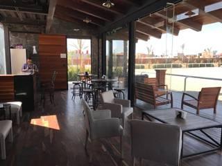 Villas y Cabañas de madera con terraza en Málaga Salones de estilo minimalista de AMSR ARQUITECTOS en Málaga Minimalista