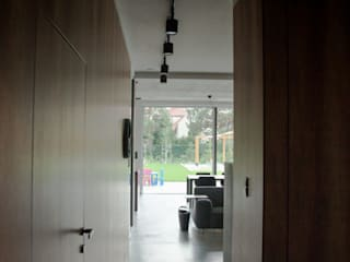 Koridor & Tangga Minimalis Oleh Festfloor Microcemento Minimalis