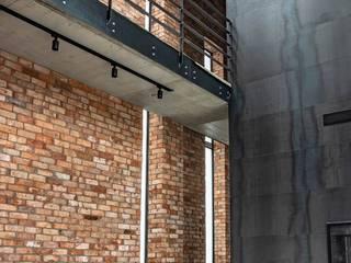 Dinding & Lantai Gaya Industrial Oleh Festfloor Microcemento Industrial