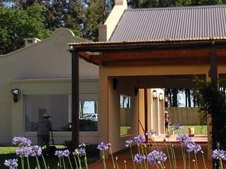 Club House: Casas de estilo  por Guadalupe Avila & asoc.
