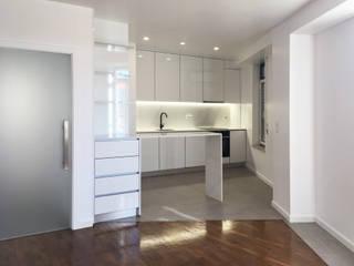 Remodelação interior - Apartamento, Aveiro. por GAAPE - ARQUITECTURA, PLANEAMENTO E ENGENHARIA, LDA
