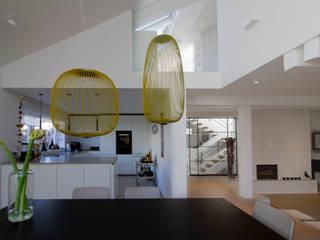 Umbau und Energetische Modernisierung eines EFH zum Effizienzhaus 115 von Architektur & Interior Modern