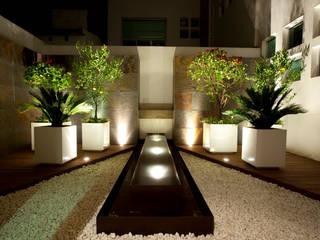 Jardín Zen de NATALIA MENACHE ARQUITECTURA Minimalista
