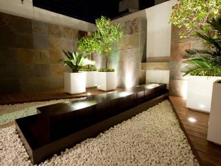 Jardín Zen de NATALIA MENACHE ARQUITECTURA Ecléctico