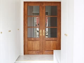 Pasillos, vestíbulos y escaleras de estilo moderno de 주식회사 큰깃 Moderno