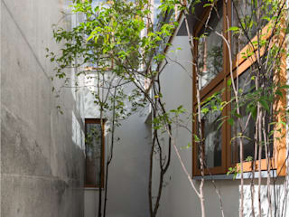 K House: triowood architect officeが手掛けたアプローチです。,