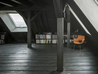 WILHELM III. Schwarzer Salon im Dach Asiatischer Fitnessraum von AMUNT Architekten in Stuttgart und Aachen Asiatisch