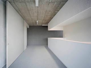 PRAXIS Dr.B. Farbige Gesundheit Minimalistische Praxen von AMUNT Architekten in Stuttgart und Aachen Minimalistisch