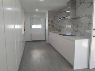 Proyecto de Reforma de Piso en Valencia Gestionarq, arquitectos en Xàtiva Cocinas integrales Blanco
