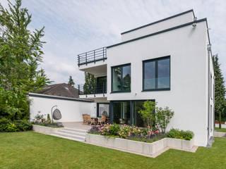 Jardines de estilo moderno de Karl Kaffenberger Architektur | Einrichtung Moderno