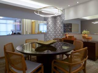Apartamento em Camboinhas M2T1 Salas de jantar ecléticas