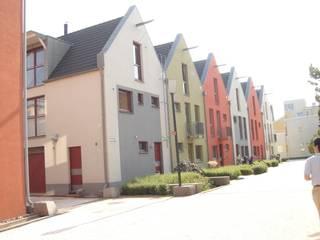 カラフルな外観 の デンマークハウス 北欧