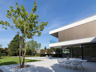 FFM-ARCHITEKTEN. Tovar + Tovar PartGmbB Balcones y terrazas de estilo moderno
