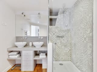 Modern style bathrooms by Agence KP Modern