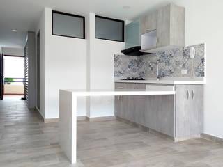 Built-in kitchens by Remodelar Proyectos Integrales