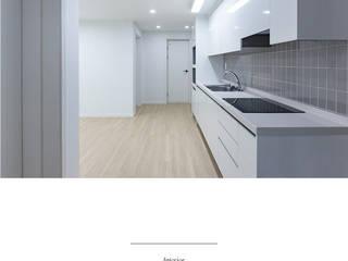 Salon de style  par 한글주택(주), Moderne