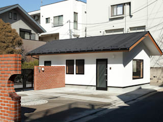 por 松井建築研究所 Eclético