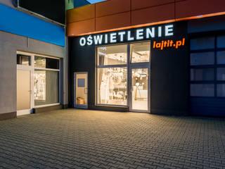 Espacios comerciales de estilo  por Nowoczesne lampy - doradzamy. oświetlamy - Lajtit.pl,