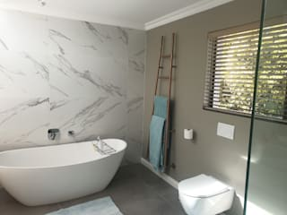 :  Bathroom by Rykon Construction , Modern