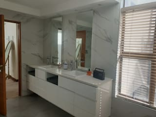 Modern bathroom by Rykon Construction Modern