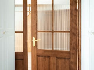 Pasillos, vestíbulos y escaleras de estilo escandinavo de 주식회사 큰깃 Escandinavo