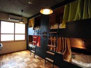 ビルリノベーション「ゲストハウス SORA」: モノスタ'70が手掛けた商業空間です。,コロニアル