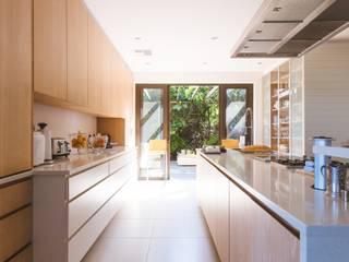 Reforma cocina: Cocinas integrales de estilo  de LRF ,