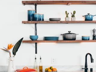 Reforma vivienda A&V: Cocinas pequeñas de estilo  de LRF ,
