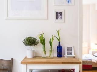 Reforma vivienda A&V Pasillos, vestíbulos y escaleras de estilo minimalista de LRF Minimalista