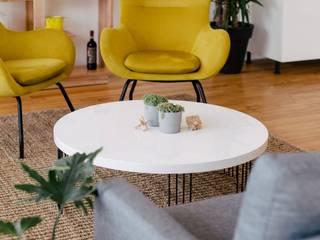 Reforma vivienda A&V: Salones de estilo  de LRF ,