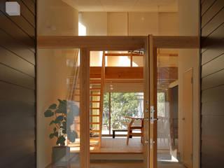 小倉の家: ミナトカズアキ建築工房が手掛けた廊下 & 玄関です。,
