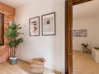 Moderner Flur, Diele & Treppenhaus von MICHELA AMADIO - Valorizza e Vendi Modern