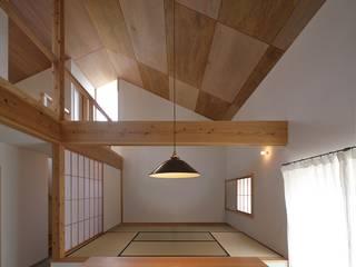 桜ケ丘の家: ミナトカズアキ建築工房が手掛けたリビングです。,