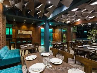 Amigos Kitchen, Aurangabad: modern  by Red Oak Furniture,Modern
