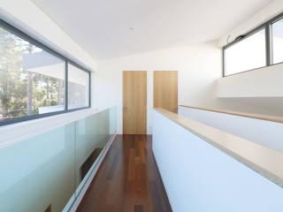 Couloir, entrée, escaliers modernes par A+Architecture CIC Moderne