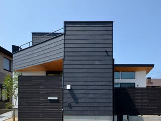 塔の部屋のある家 の トミオカアーキテクトオフィス モダン