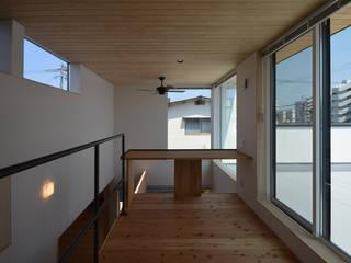 塔の部屋のある家 モダンデザインの 書斎 の トミオカアーキテクトオフィス モダン
