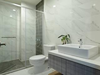 衛浴設計 現代浴室設計點子、靈感&圖片 根據 houseda 現代風 磁磚