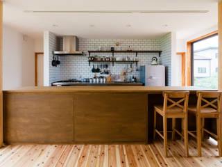 湖南の家: a.un 建築設計事務所が手掛けた小さなキッチンです。,